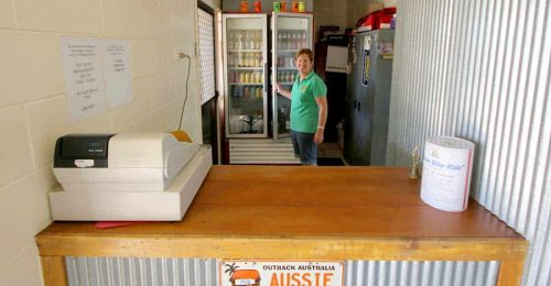 the-lynd-australias-smallest-bar-feature
